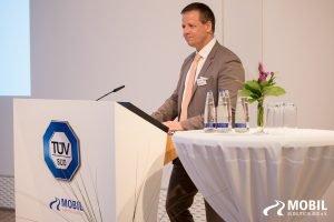 Michael Haberland hält eine Rede