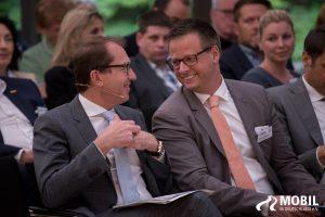 Verkehrsminister Dobrindt und Dr. Haberland, Präsident des Automobilclubs Mobil in Deutschland e.V. im Gespräch