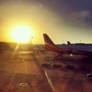 Ausblick über Münchner Flughafen in Abendsonne