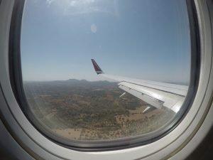 Ausblick aus einem Flugzeugfenster