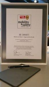 """Die Verkehrssicherheitskampagne BE SMART! Hände ans Steuer - Augen auf die Straße"""" gewinnt den Auto Motor und Sport Mobility Safety Award 2018"""