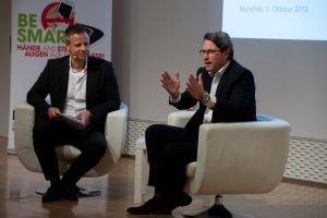 Bundesverkehrsminister Andreas Scheuer im Gespräch mit Dr. Michael Haberland, Präsident des Automobilclubs Mobil in Deutschland e.V.